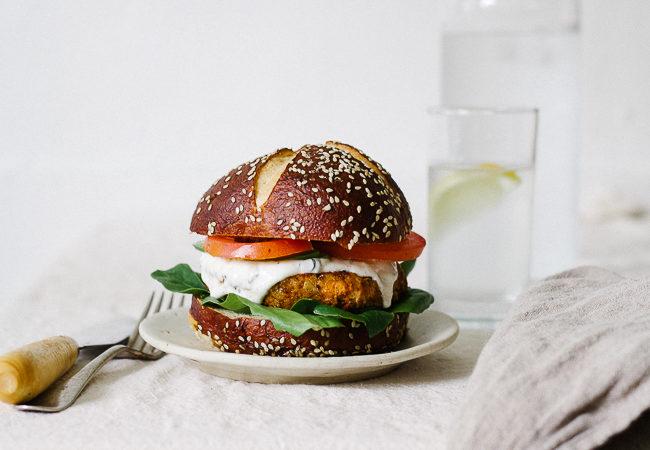 cajun chickpea burger_-25
