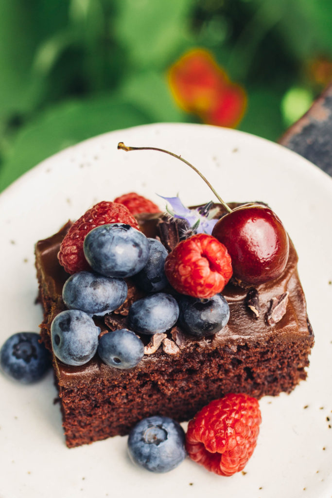 Simple one bowl vegan chocolate cake with healthier yam chocolate icing. The perfect snacking cake to have on hand for any occasion #vegan #chocolate #cake #onebowl